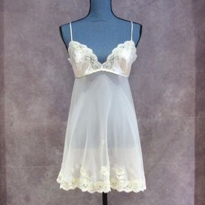 Victoria's Secret Intimates & Sleepwear - NEW Victoria's Secret Ivory Lace Trim Chemise Sz M